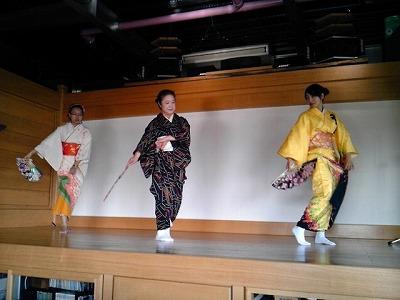 ザ・吉岡で着付け&踊りのレッスン