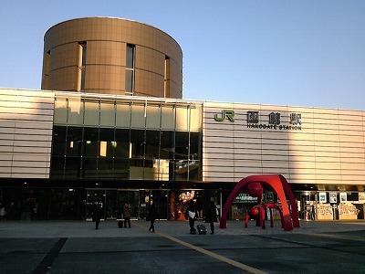 早朝の函館駅の朝日