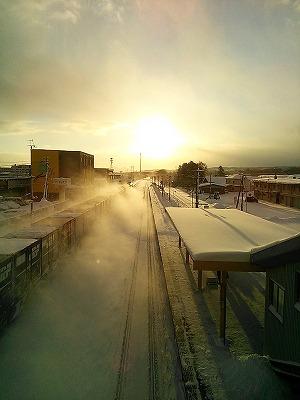 冬の朝の八雲駅