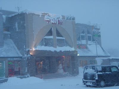 雪降る中山峠