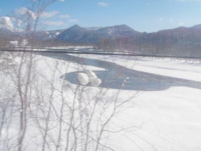20120202JR車窓から天塩川