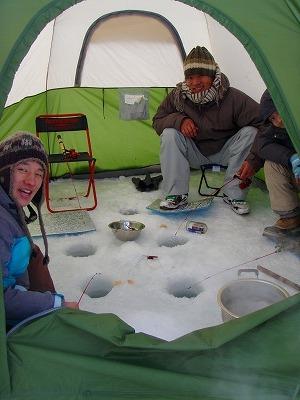 糠平湖ワカサギテント