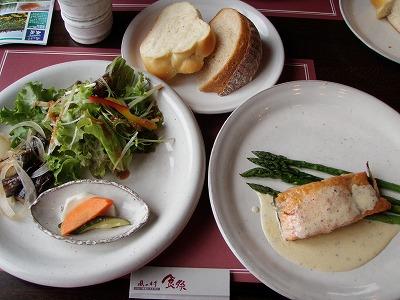 「食祭」メイン・サラダ・パン