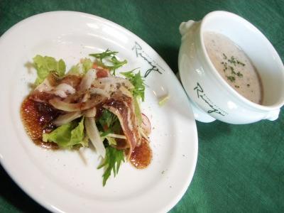 リバージュの王様の椎茸スープとサラダ