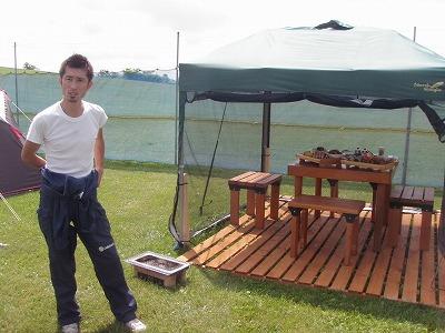 タープとキャンプテーブル&チェア