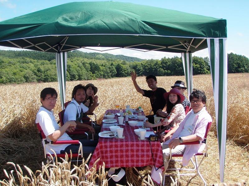 小麦畑でレストラン1