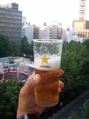 ビール会窓外