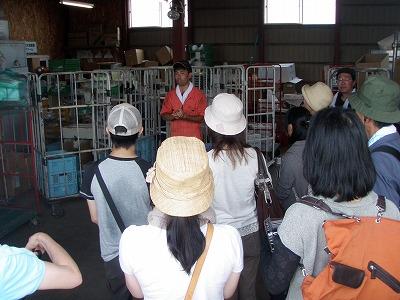 2011倉庫で大塚さん説明