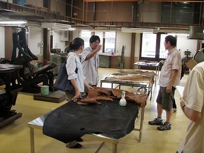 皮革工場の中