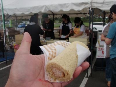 こーまの里収穫祭そばロールケーキ