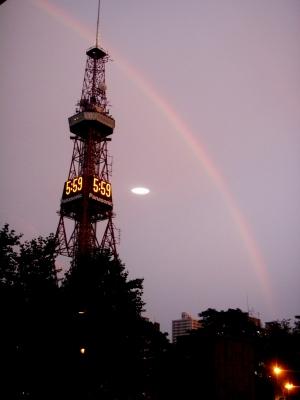 台風一過のTV塔にかかる虹