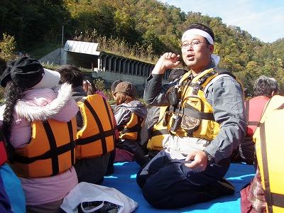 母船の上で疋田さんの説明