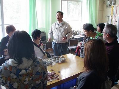 疋田さん化石のクリーニング室の説明