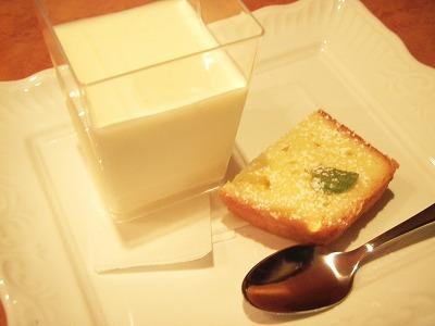 興部ヨーグルトレアチーズムース&発酵バターのケーキ