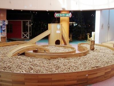 にしおこっぺ「木夢」の木の砂場