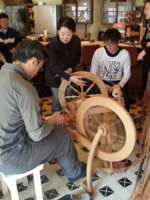 喫茶ガロ羊毛糸紡ぎ
