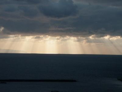 雲の切れ間からの奥尻島への光