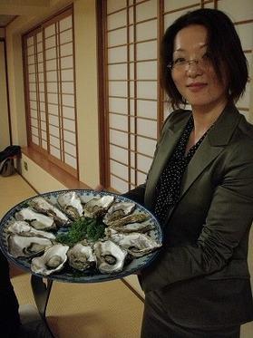 会長と蒸し牡蠣