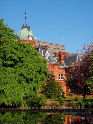 朝の赤れんが庁舎