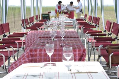 畑でレストランセッティング