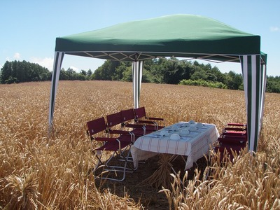 畑でレストランテーブル