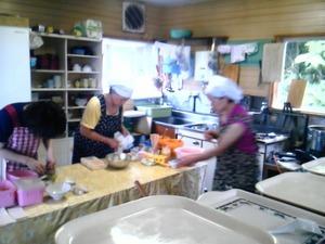 床丹海の宿厨房の中
