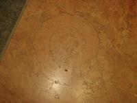 日生ビル地下1F赤大理石