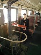 ストーブ列車のアテンダントさん