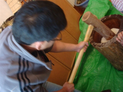 餅つき体験 杵と臼.jpg