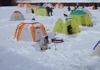 ゆっくりずむ北海道ワカサギ釣りテント前
