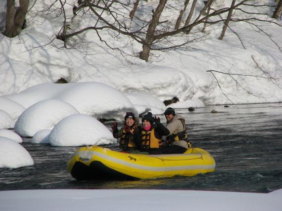 ラフティングボート,冬の川旅