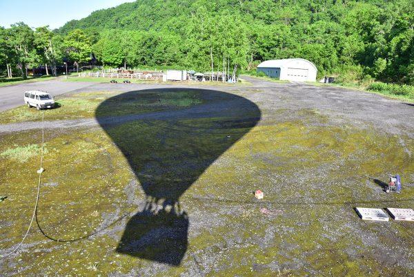 熱気球がつくる影